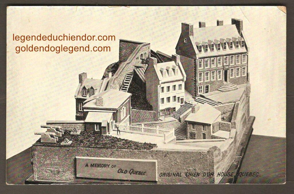 Une maquette de la maison du Chien d'Or, qui se trouvait sur la rue Buade, à Québec. Elle a été publiée vers 1910 par le libraire et éditeur de Québec, John E. Walsh. On voit la maison près du coin supérieur droit de la carte, et on remarque le bas-relief de la légende, juste au-dessus de la porte.
