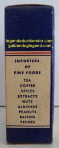 Boîte d'épices du distributeur Le Chien d'Or, de Québec. Elle contient toujours 3 onces d'épices à marinades dans un sachet en aluminium qui n'a jamais été ouvert.