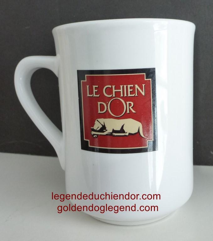 Tasse à café distribuée par la compagnie distributrice de café et épices, Le Chien d'Or.